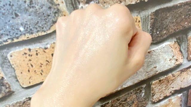 フーミーモイストクリームをなじませた後の手の甲の画像