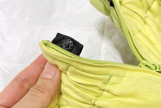 エアリコの抱っこ紐のファスナー部分のボタン拡大画像